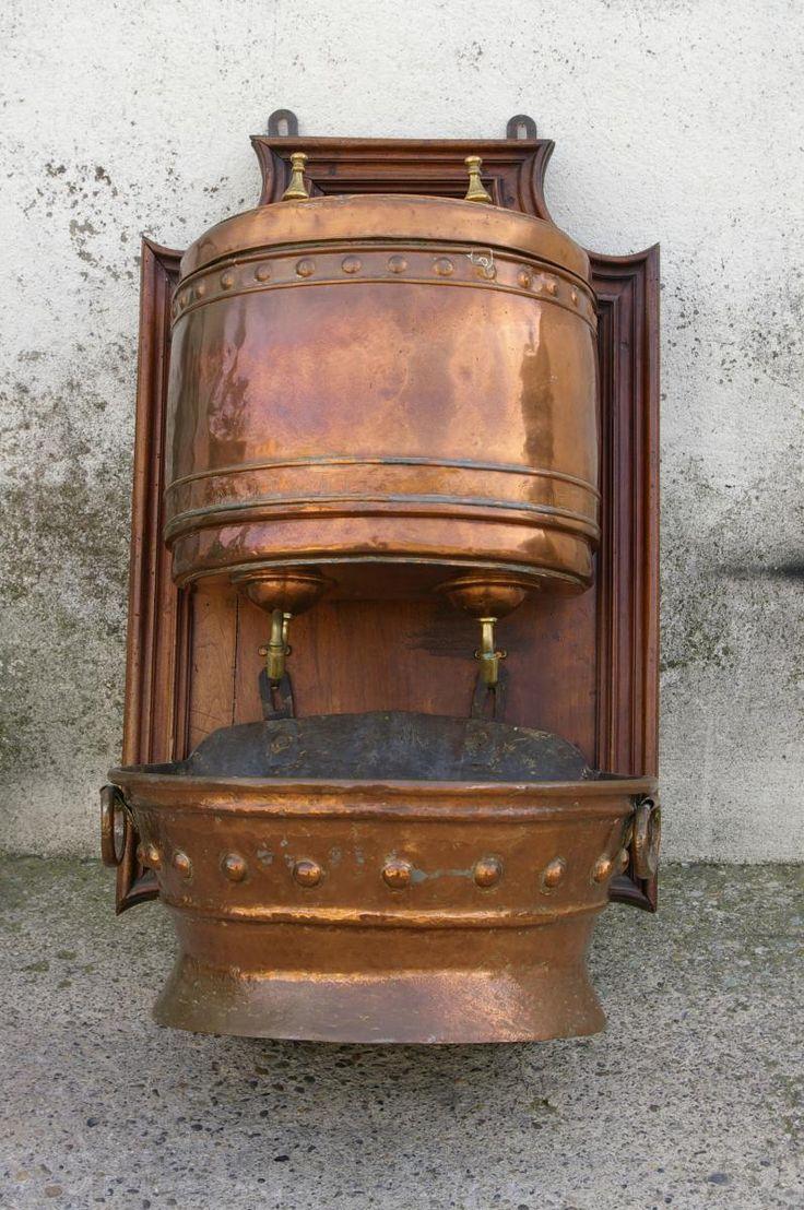 Fontaine D Interieur En Cuivre Du 18 Eme Avec Son Support En Bois Blason