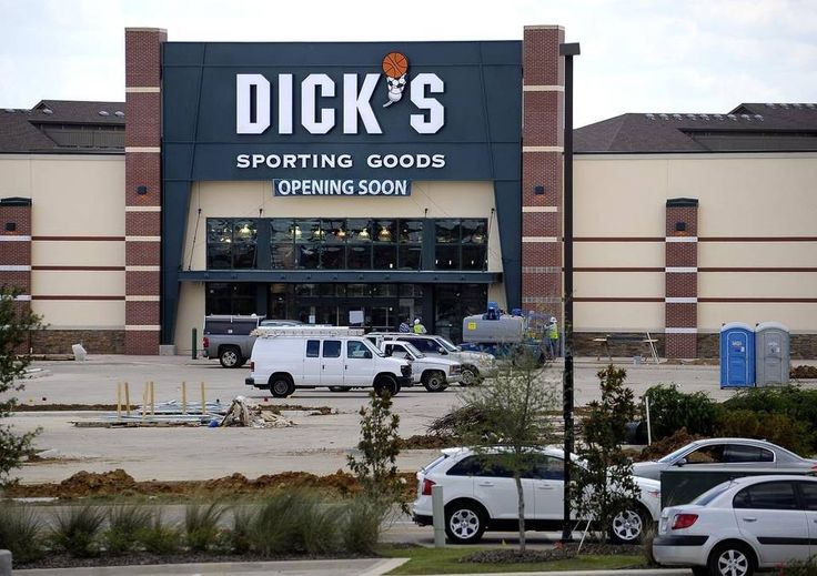 DFW retail vacancy at 15-year low, report says