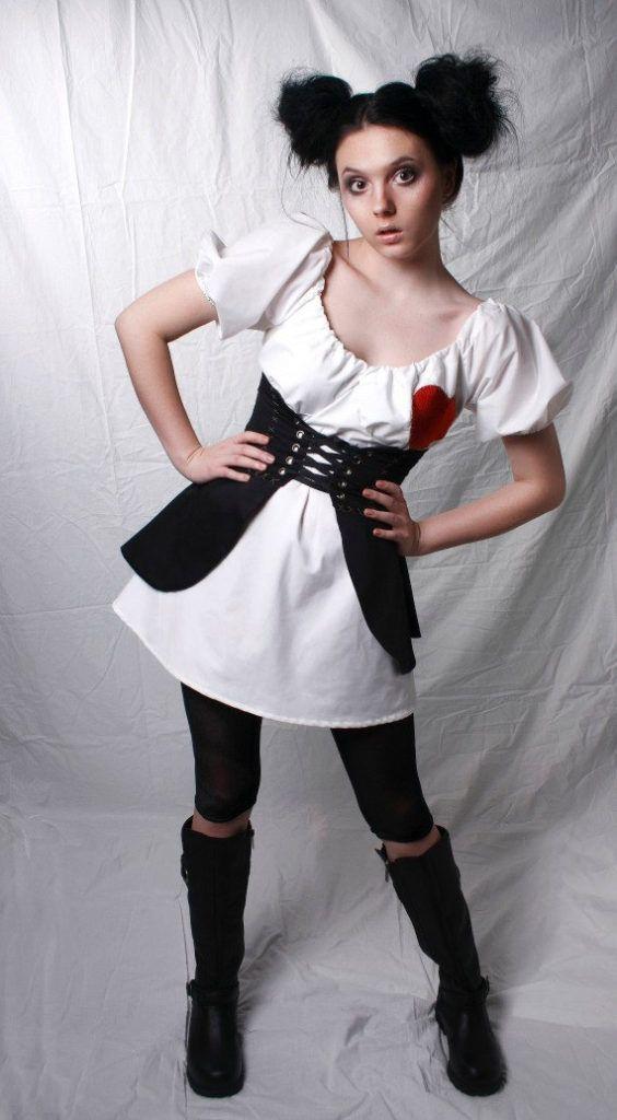 die besten 25 voodoo doll halloween costume ideen auf pinterest. Black Bedroom Furniture Sets. Home Design Ideas