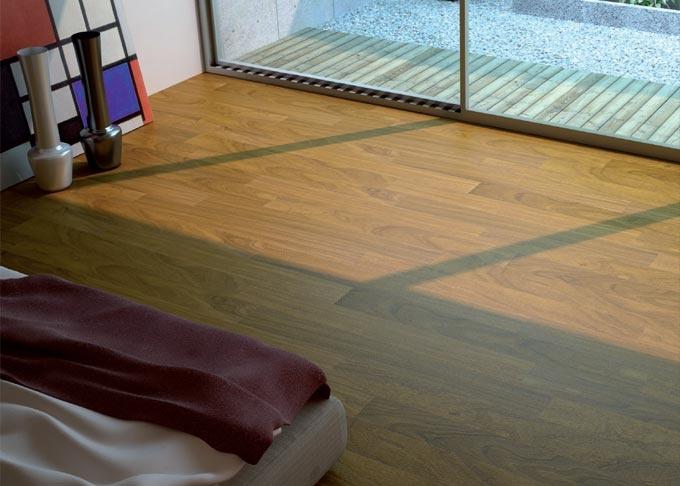 Pavimenti prefiniti in legno plus - teak afrormosia verniciato.