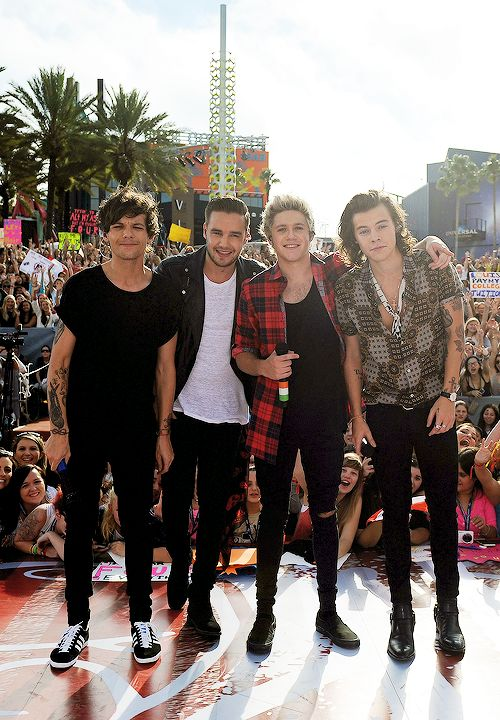 One Direction on the Today Show! Zayn wasn't there because he is sick!