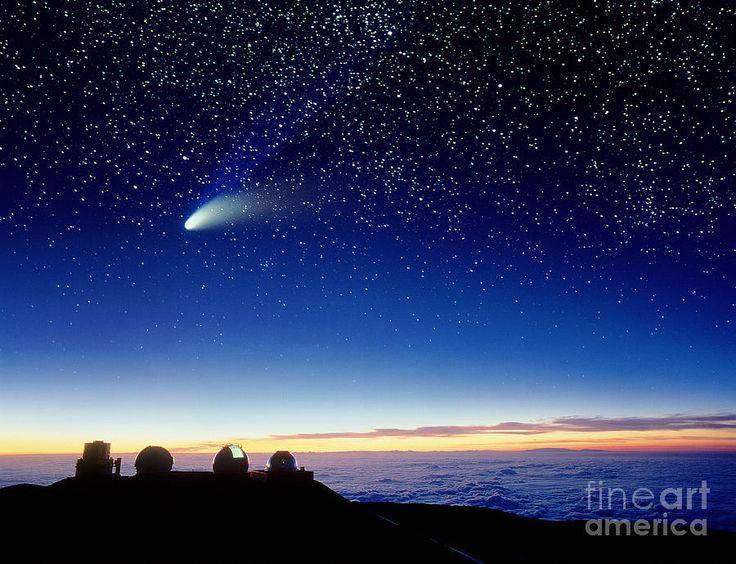 Mauna Kea, em 10 203 metros a partir do fundo do oceano Pacífico (5898 metros abaixo da superfície, e 4205 metros acima). na Ilha do Havai, arquipélago do Havai, é um vulcão em escudo extinto. É o ponto mais elevado do arquipélago e o 15.º mais proeminente do mundo e uma das de maior isolamento topográfico.