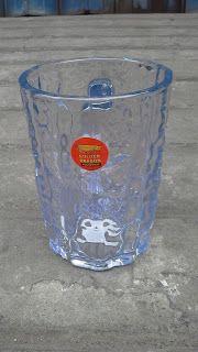 Selatan Jaya distributor barang plastik Surabaya: Mug Gelas bening plastik butiran gelombang golden ...