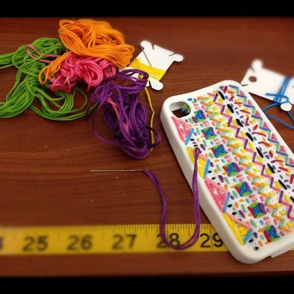 DIY Embroidered Iphone 5 Case style pic