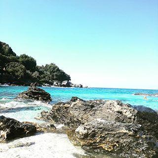 More travel pics.....This wild beauty, is Plaka beach in Pilio!🌊🌊  #pilio #beach #travelgreece #travel #travelling #sea #sun #sand #sky #blue #rocks #relax #wave #waves #turquoise #greece #instagreece #travelgram #holiday #travelgirl #girlboss #vacation #happy #instamoment #bloggerlife #fashionista #stylish #blogger #zkstyle