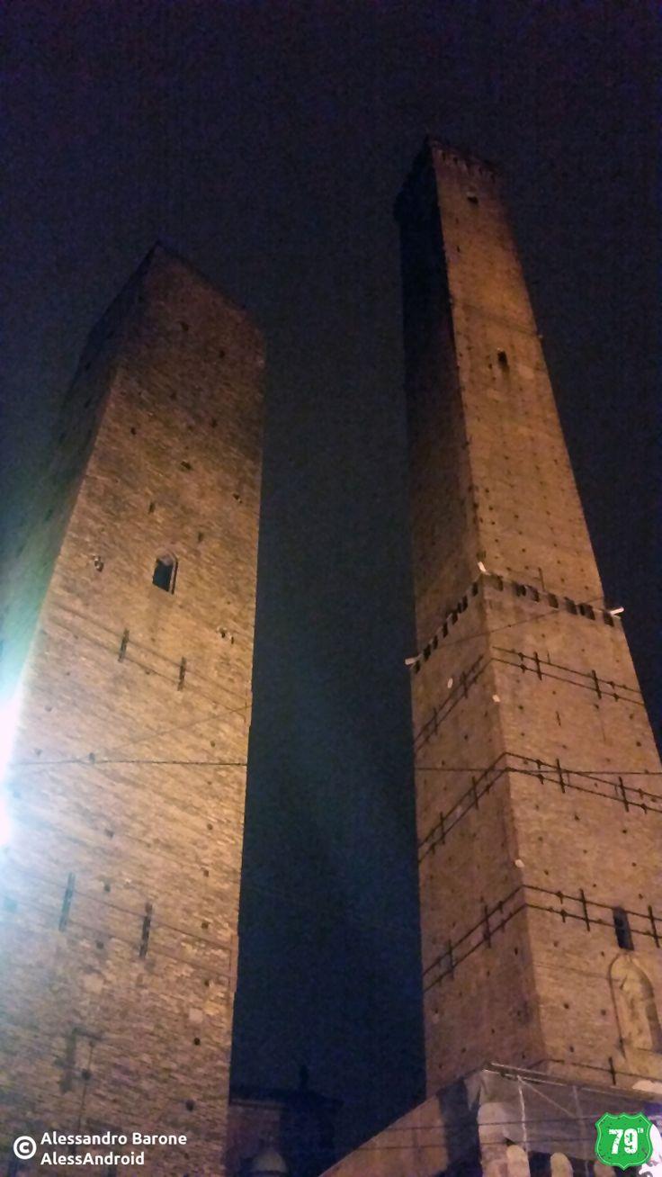 Torre degli Asinelli e Garisenda #Bologna #EmiliaRomagna #Italy #Italia #79thAvnue #EIlViaggioContinua #AlwaysOnTheRoad