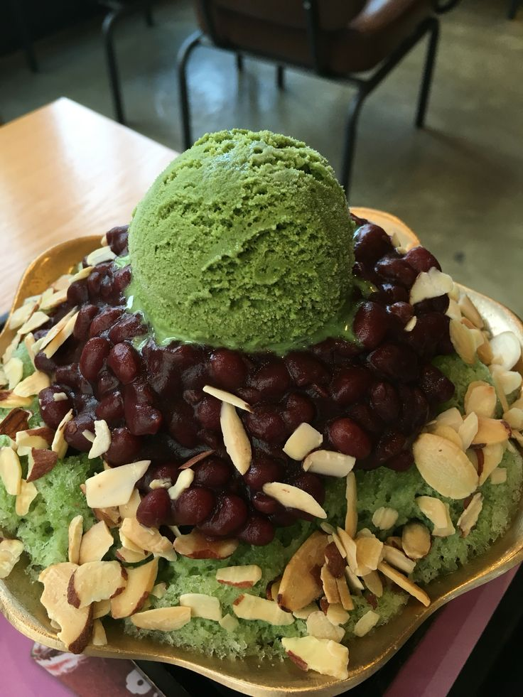 It's called Bingsu which has green tea flavor ;) Is there anyone who wants this??