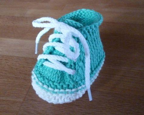 Trendy Baby Knitting Patterns : kostenlose Strickanleitung fur moderne Babyschuhe +++ free pattern for cool b...