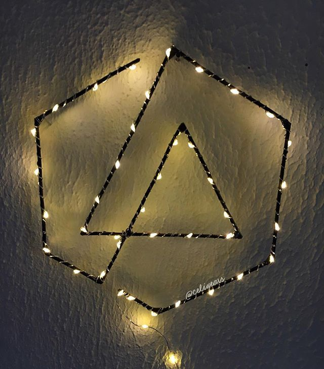 'cause my momma is tha best & always makes one of these of every artist/band that i loveee haaha would be sick if LP saw this, sooo could y'all please tag'em? @linkinpark @chesterbe @m_shinoda @mrjoehahn @phoenixlp #linkinpark @braddelson #chesterbennington #mikeshinoda #braddelson #davefarrell #davephoenixpharrell #robbourdon #talindabennington #onemorelight #hybridtheory #thehuntingparty #livingthings