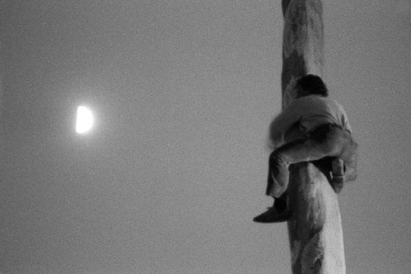 """""""L'uomo che voleva raggiungere la Luna"""" Mario Dondero -1993"""