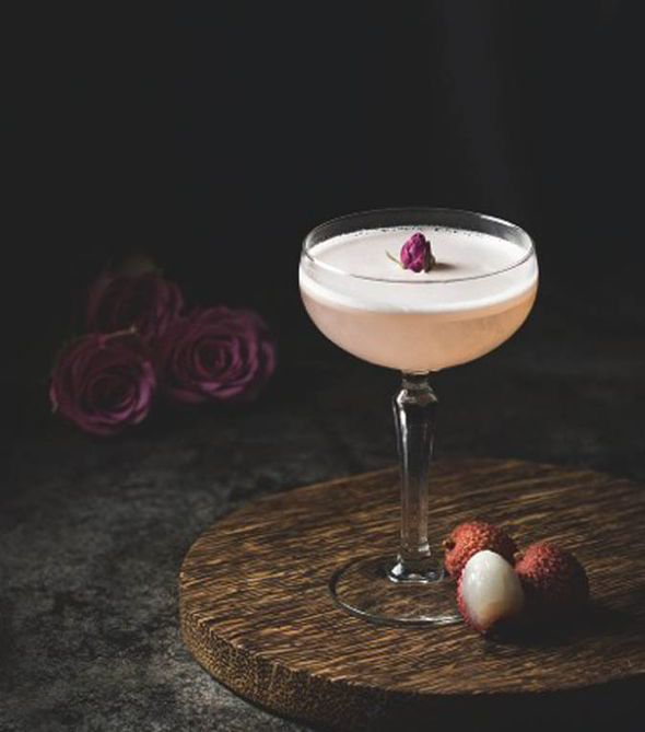 lychee rose cocktail, asian cocktails, cocktail recipes,