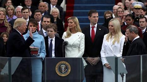 Bei Trumps Amtseinführung sind plötzlich alle Augen auf seinen Sohn gerichtet
