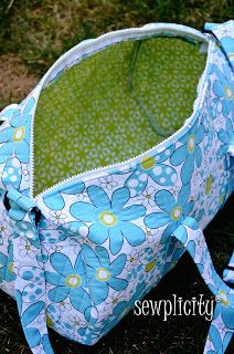 Sewplicity: TUTORIAL: Quilted Duffle Bag Overnight bag for my girls when they spend the night at Dad's. Would make some of the changes she suggested could be made, using prequilted fabric and not letting the handles be adjustable.
