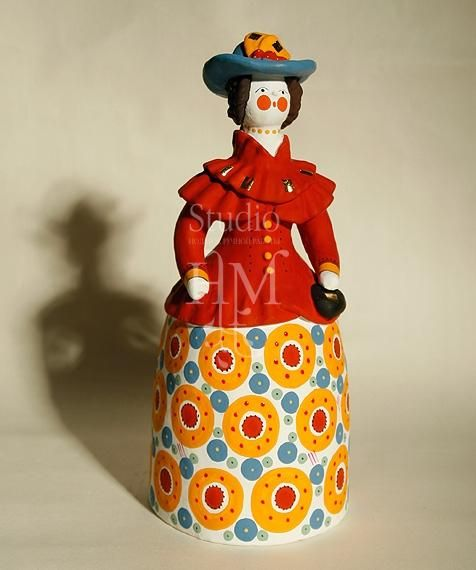 Барыня в шляпке, дымковская игрушка