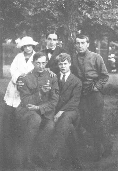 С.А. Есенин, В.Г. Шершеневич (сидят); Шоршевская, А.Б. Мариенгоф, И.В. Грузинов.-- S.A.Yesenin, V. G. Shershenevich (sit); Shorshevsky, A.B.Mariyengof, I.V.Gruzinov.