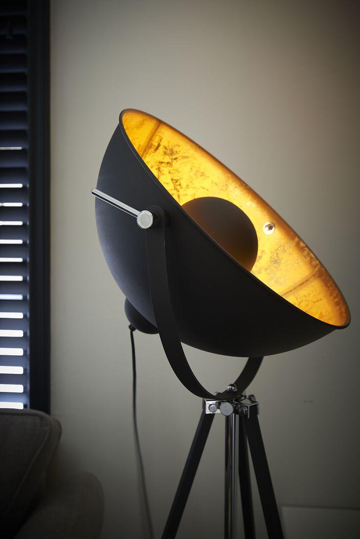 RTLWM Voorjaar 2015 afl.3 Golden Sun Vloerlamp van Iluce Het volgen van trends en innovatieve ideeën op het gebied van verlichting waarbij klassiekers niet uit het oog verloren worden dat is waar iLuce voor staat. http://www.iluce.nl/golden-sun-vloerlamp-black-gold.html