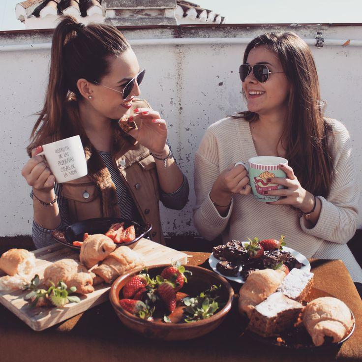 spain granada breakfast croissant hiszpania sun summer food smile girls Róż się blog