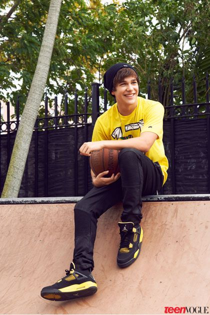 Hey I'm Austin. I'm 16 and single. I have 4 sisters , Tina, Ryan, Ciara and Nicki. Hurt them I'll hurt you! I also have 2 brothers Matt and Drake. Introduce? Son of Aurora