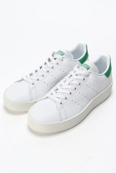 adidas STAN SMITH BDW  adidas STAN SMITH BDW 17269 2016AW IENA adidas STAN SMITH テニスシューズとしてデビュー以来多くの人に愛されているシューズ 特徴的なパーフォレーション(3連の通気穴)によるスリーストライプスクリーンなホワイトレザーに鮮やかなカラーのロゴのアクセントが効いたシューズは幅広いスタイルにマッチする定番の一足です adidas アディダス 1920年西ドイツのアドルフとルドルフのダスラー兄弟によってダスラー兄弟社として創業される その後創業者アドルフダスラーの通称アディとセカンドネームダスラーにちなんでアディダスと命名される 皮で作られていたスポーツシューズの補強の為に編み出された本のバンドが今ではアディダスの象徴となっている こちらの商品はIENAでの取り扱いになります 直接店舗へお問い合わせの際はIENA店舗へお願い致します