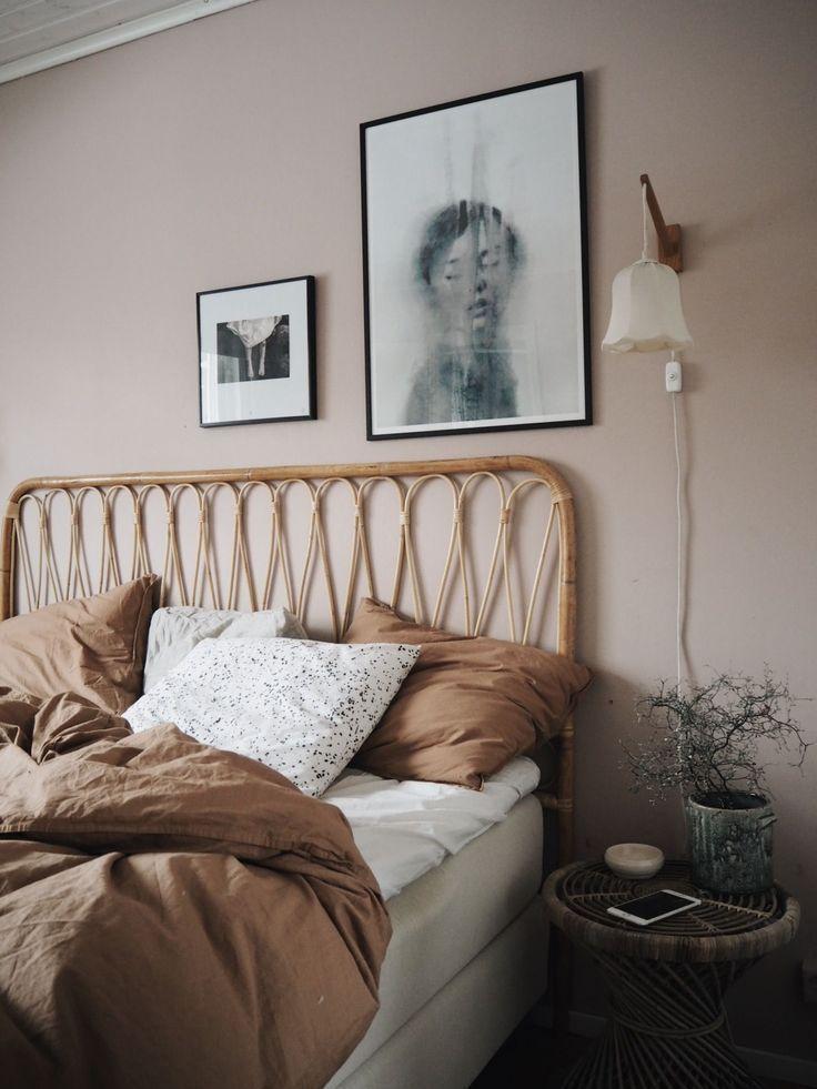 Rosa, Tan, Weißes Tonal-Schlafzimmer – Eine Mis…