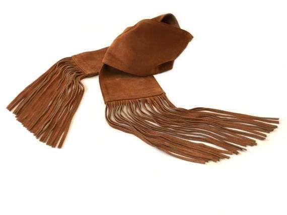 Grande écharpe ou ceinture boho . Echarpe en cuir . Nubuck camel . Ceinture à franges . Echarpe femme .