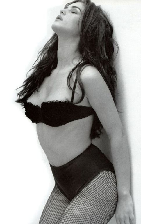 Monica Bellucci that's what women are shaped like, perfect figure