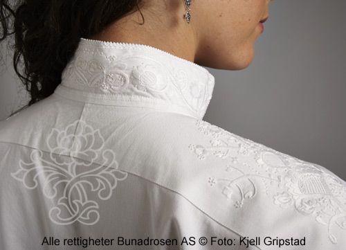 Håndbrodert skjorte til Nordmørsbunad med labbsøm.
