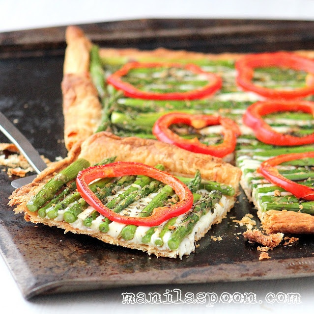 This colorful and delectable Asparagus Gruyère Tart will surely put you in the mood for Spring! Spread a couple of wedges of La Crème Cow Light for a light and creamy taste!