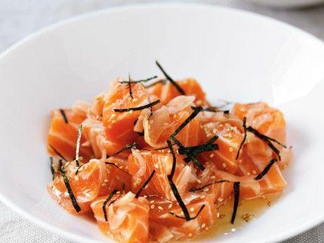 Sashimi of salmon with ginger and roasted sesame seeds