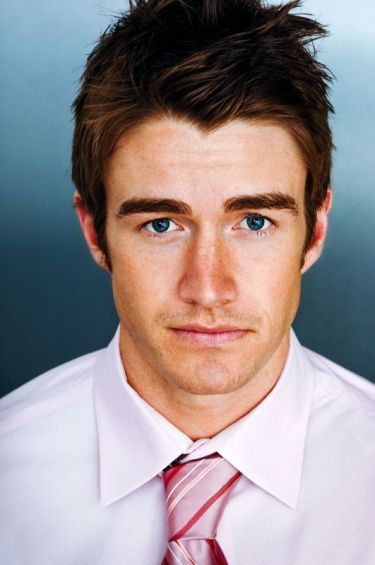 Robert Buckley <3 omg it's clay from OTH
