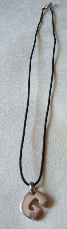 collana,ciondolo lettera ,G,iniziala alfabeto in metallo colore argento e strass