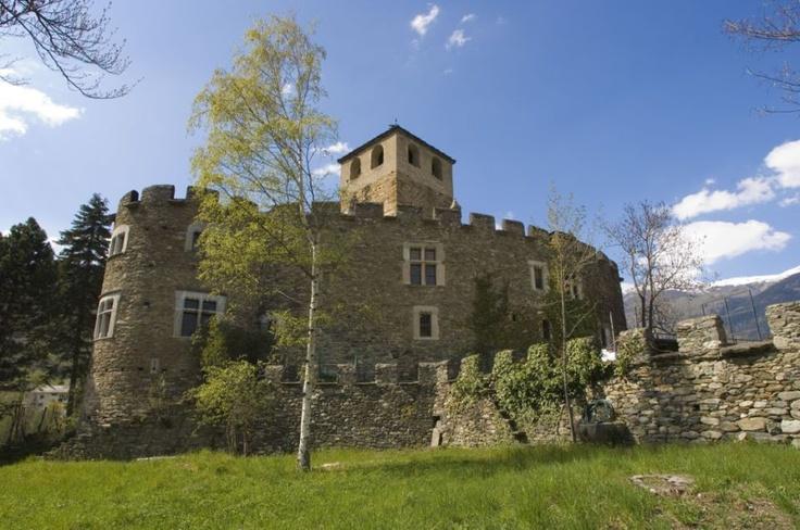 castello di Introd #italian #alps #aostavalley #mountains #travel #holiday #nationalparkgranparadiso #granparadiso #nationalpark  #castles