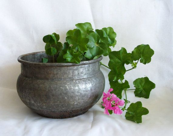 Vintage planter pot hammered copper Hand wrought by cabinetocurios, $83.00