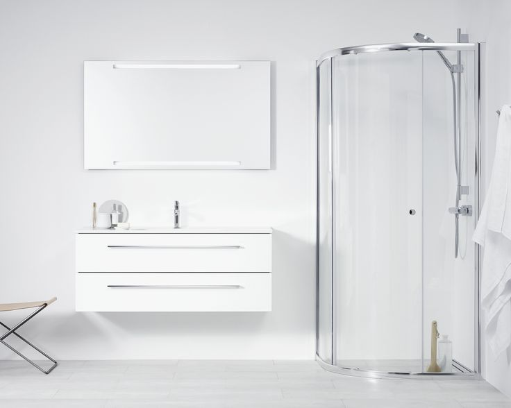 The practical sliding door means that furniture can be placed close to the enclosure, and this makes BASE 2201 the perfect choice for bathrooms where space is at a premium.