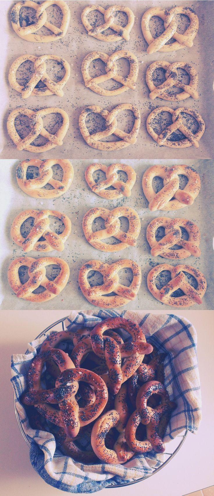 Rye pretzels with poppy seeds
