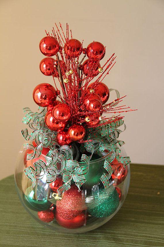 Centro de mesa de Navidad rojo y verde por GlitterGlassAndSass