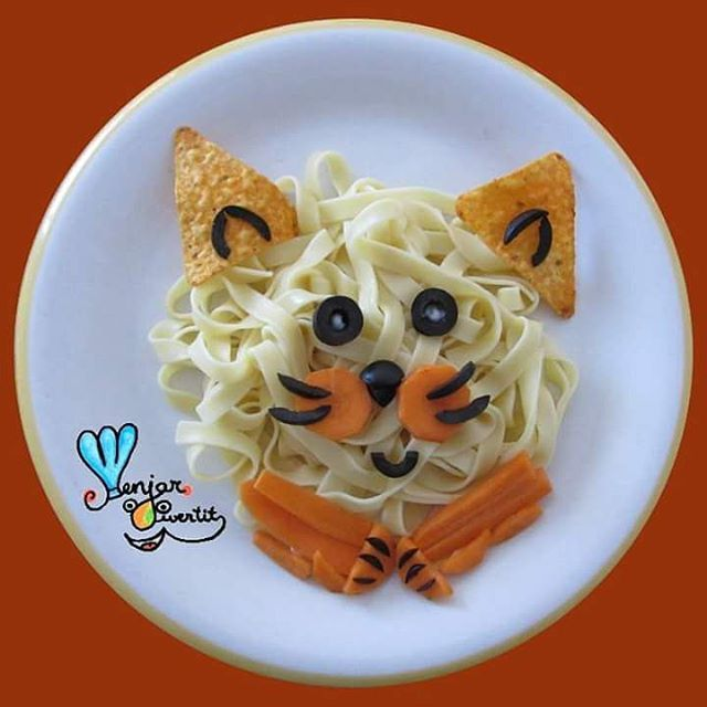 Miau!! #menjardivertit #menjar #funfood #foodart #fun #food #art #cutefood #foodporn #yum #yummy #comidadivertida #comida #divertida #cute #playwithfood #foodforkids #gats #gatos #cats