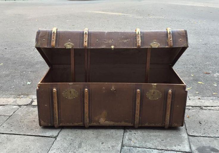 Prewar Coffer Bag coated canvas with leather trim and wood. No items brass fasteners. Signed: FM.  #prewar #coffer #bag #wood #decor #retro #styling #inspiration #art #fleamarket #fleamarketfinds #vintage #vintagedesign #vintagedecor #vintagestyle #vintagestore #vintagefinds #vintagestuff #antiquities #antique #oldstuff #antiqueshop #antiquefinds #oldshop #starysklep #oldshopstarysklep #krakow #cracow