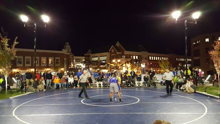 """See you on the square"" brings Fairfax, Robinson wrestlers outdoors"