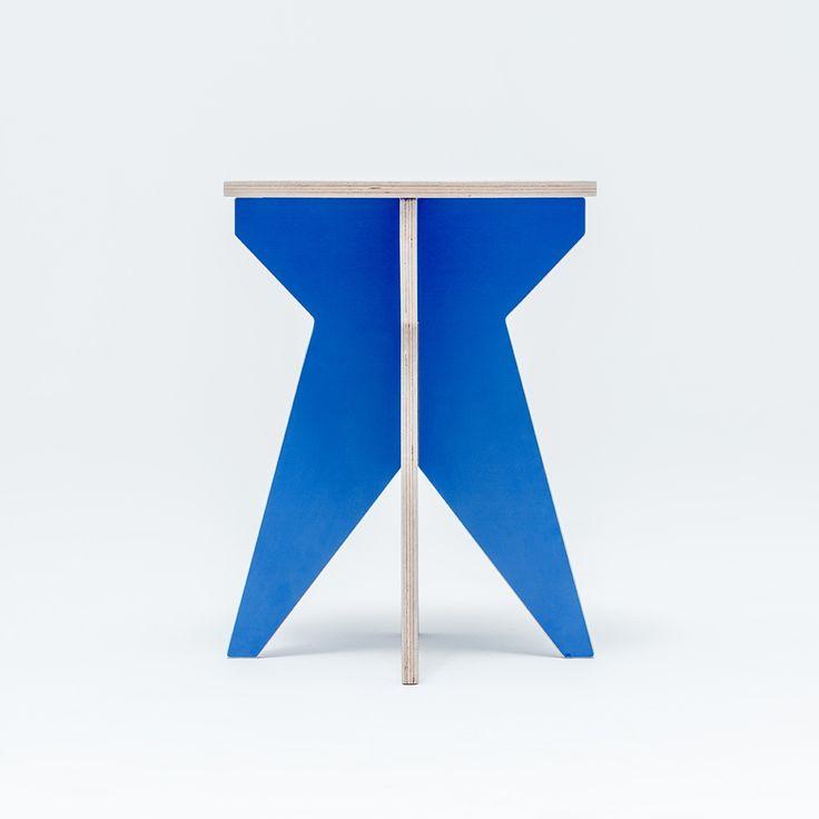 Swallow's Tail Furniture Stołek ST Stool Niebieski / #ladnerzeczy #targirzeczyladnych #ladnerzeczydziejasiewinternecie #polishdesign #design