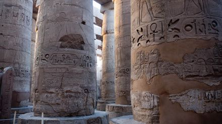 Detalle columnas del Templo de Luxor, Egipto.  Detail columns of the Temple of Luxor, Egypt.