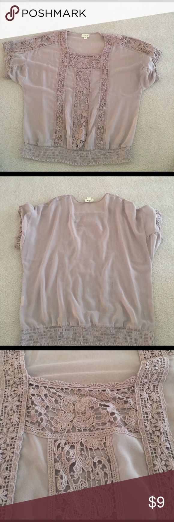 Light purple top This oversized peasants top is super flattering! With the smocked him at the bottom your waist can still be seen while also reaping the benefits of the oversized and breathable sleeves!! bila Tops Blouses