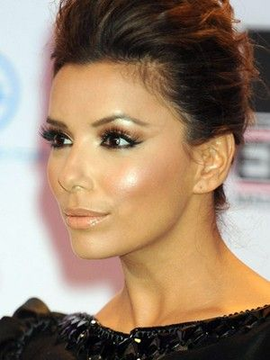 Love this natural makeup look - dramatic eyes, long lashes, accent cheekbones and nude lips
