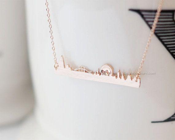 London skyline necklace in rose gold, London necklace, city necklace, UK jewelry, souvenir London, skyline necklace, necklace for woman