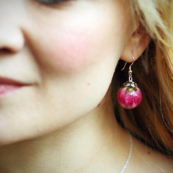 Pinkit pallokorvakorut ovat kauniit juhlaan ja arkeen!