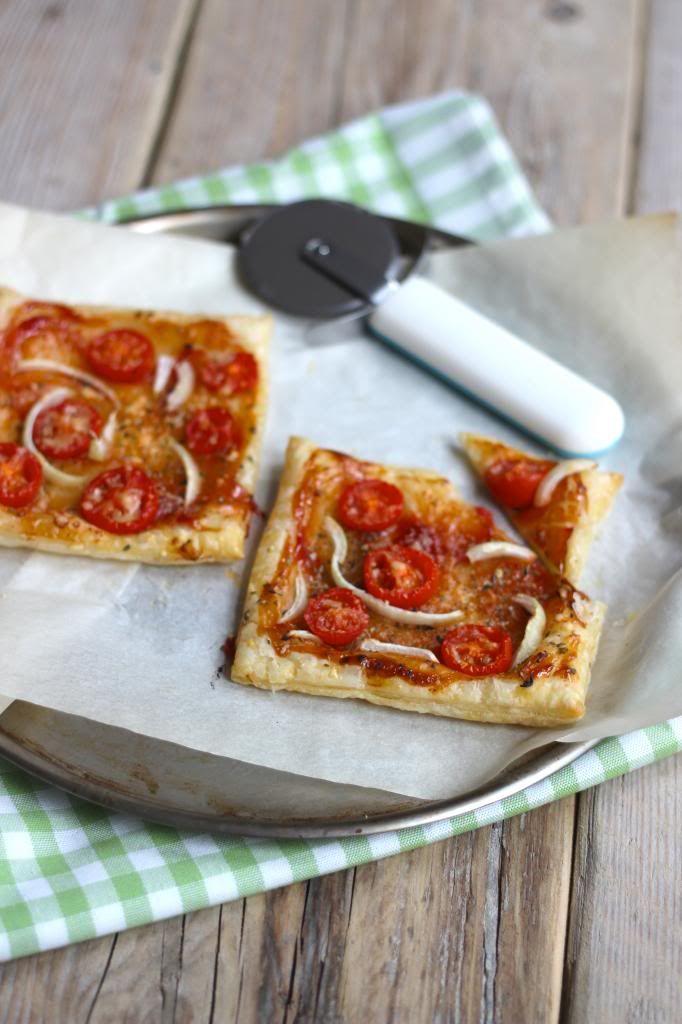 Bladerdeeg pizzaatjes