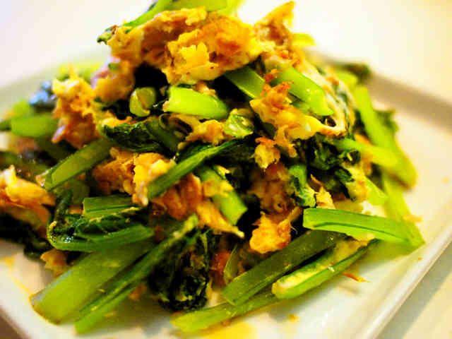 *子どももペロリ*小松菜とツナの卵炒め♪  食材3つ、5分で完成です!栄養たっぷりの小松菜をたくさん食べれちゃう簡単レシピです☆