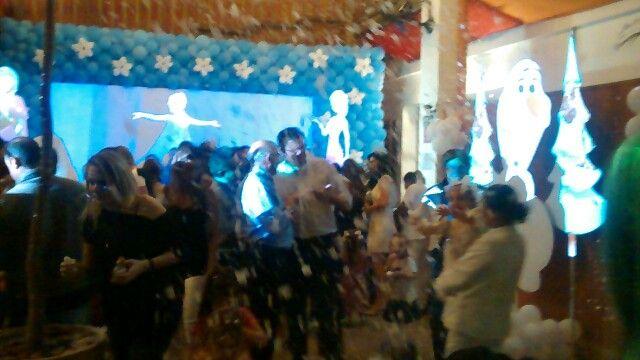 Aluguel de máquina de neve artificial analu@analufesta.com.br