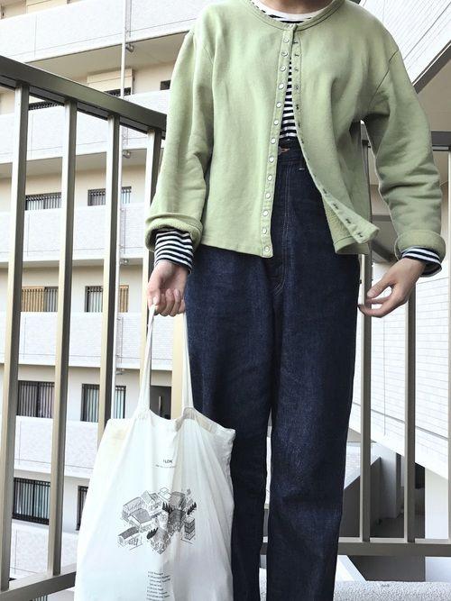 古着で見つけたカーディガン 色もとてもいい具合で。●● でもこのタイプ、結構分厚いから、 あんまし長