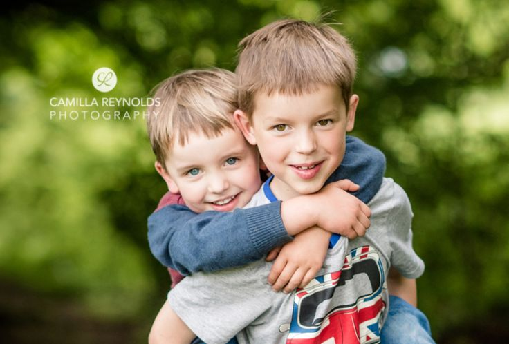 Sibling two brothers photo shoot children photography kids pose